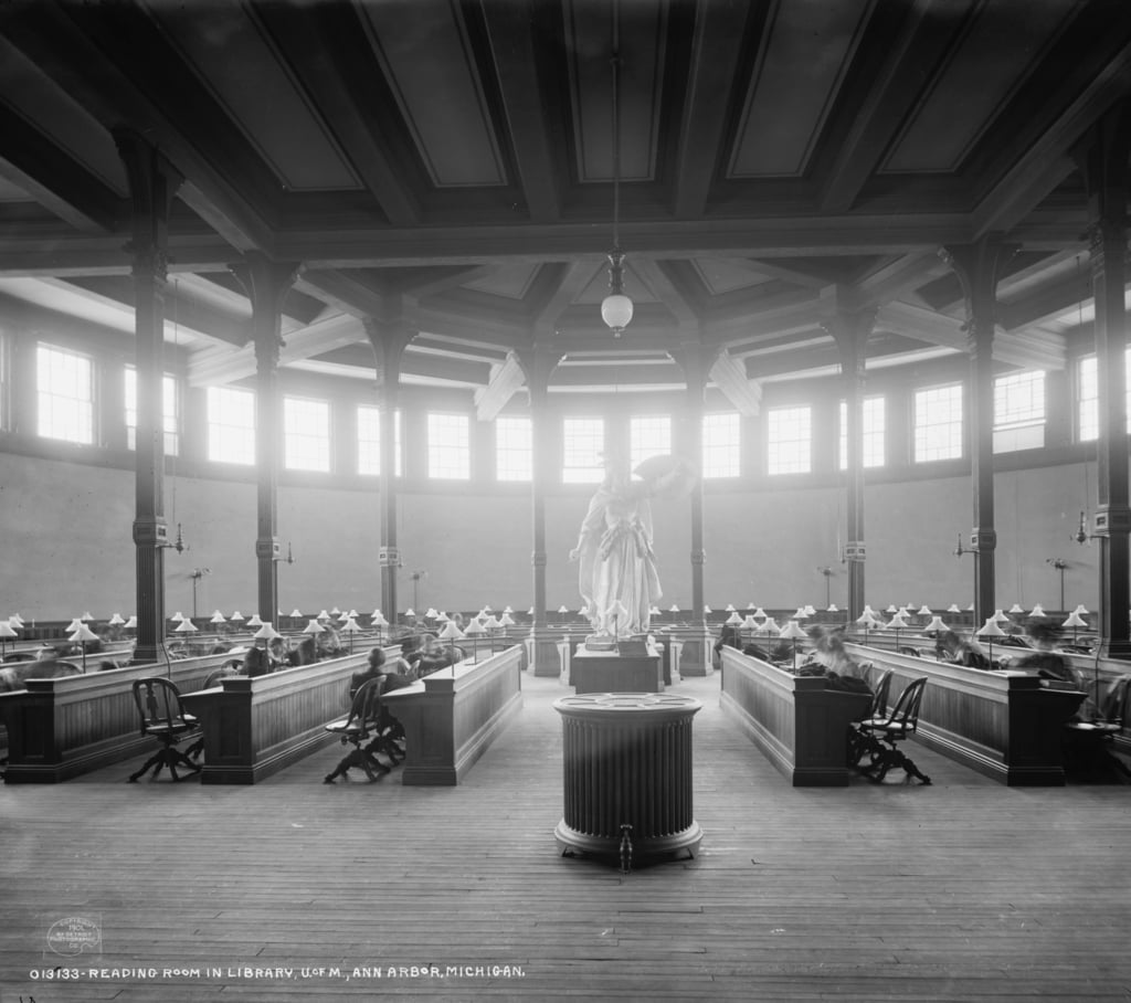 Leeszaal in bibliotheek, Universiteit van Michigan, Ann Arbor, Michigan, ca.1901 door Detroit Publishing Co.